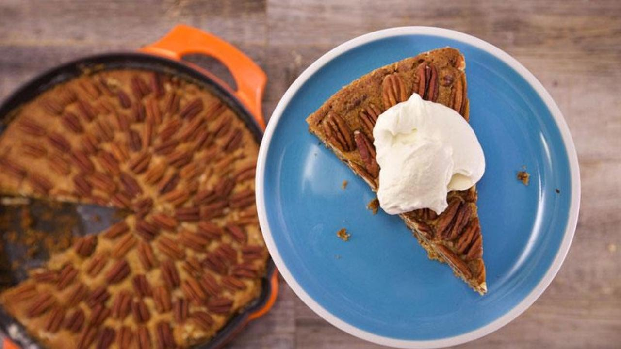 Grant\'s \'Pecan Pie\' Skillet Cake - YouTube