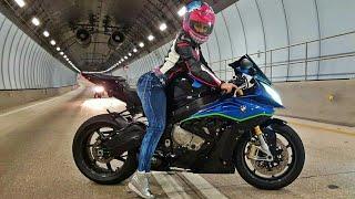 Marianny Una Chica Bella Y Agresiva En La Moto