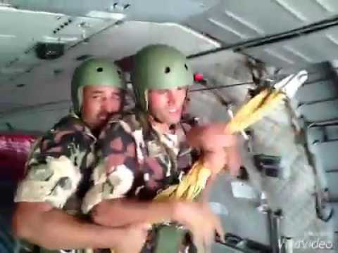 ALGERIAN SPECIAL FORCES PARACHUTES JUMP