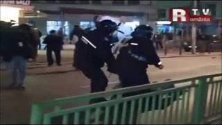 Jandarmeria bate cu veselie protestatari