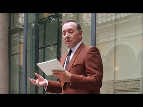 Kevin Spacey makes first public appearance since sex assault allegations with pointed poetry reading