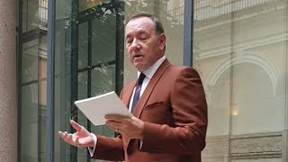 Kevin Spacey reads poem in first public appearance since sex assault allegations