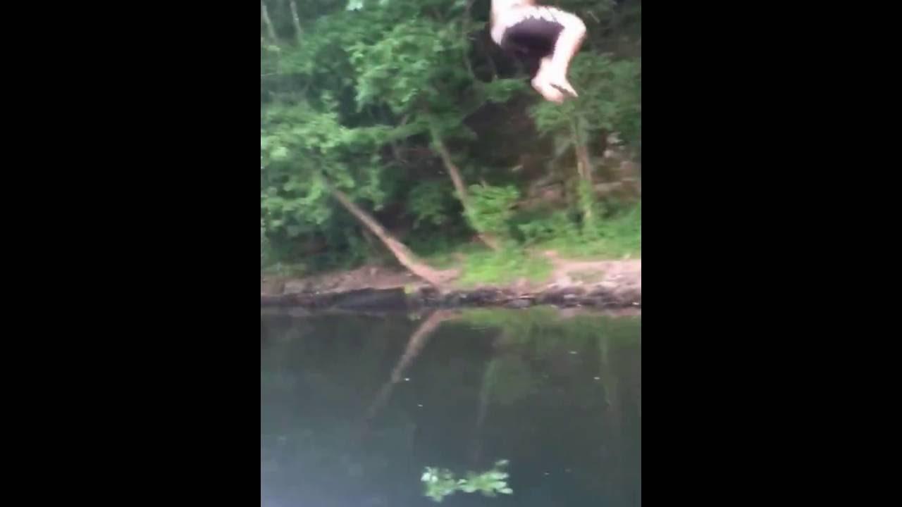 ターザンの真似をして勢いよくジャンプするもボートにぶつかる衝撃ハプニング。