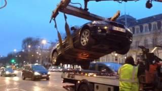 Enlèvement voiture en plein Champs Élysées