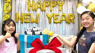 NEW YEAR'S GIFT OPENING 2021  KAYCEE & RACHEL in WONDERLAND FAMILY screenshot 4