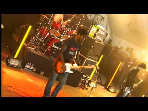 Bloc Party - Banquet [Live From Belfort at Eurockéennes Festival 2005] HD