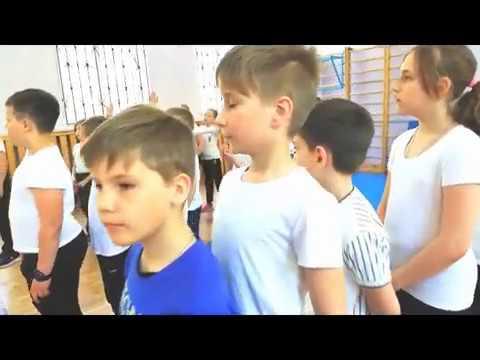 """Урок физкультуры в 3 классе по ФГОС.  Тема: """"Подвижные игры"""".  Учитель физкультуры: Мухина Е А"""