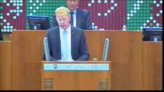Henning Rehbaum hält Rede auf Plattdeutsch im Landtag