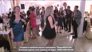 Лена поёт на свадьбе сестрёнке