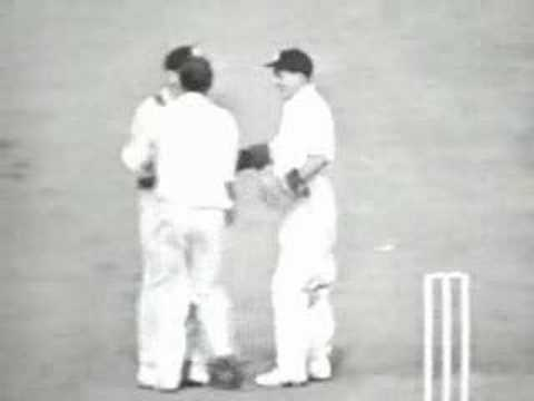 Bob Simpson slips catch off Richie Benaud