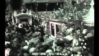 Repeat youtube video La tragedia di Albenga: i funerali a Milano.