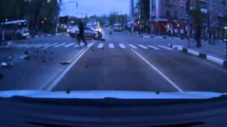 ТП протаранила полицейскую машину в центре Белгорода(В результате ДТП, автомобиль стражей порядка перевернулся, двое полицейских пострадали. В Белгороде женщин..., 2016-04-28T16:39:26.000Z)