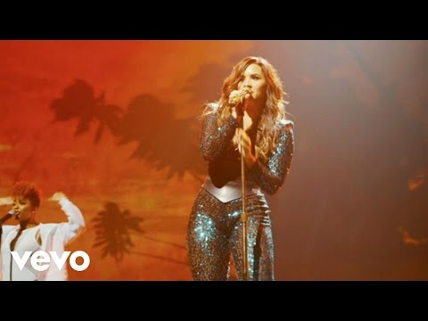 Demi Lovato - Cool For The Summer (Live On Honda Civic Tour: Future Now)