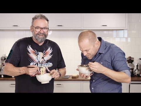 Adam Alsing och Matgeek äter nudlar