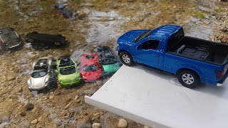 Toy Cars Slide Dlan play Sliding Cars in Water video for kids