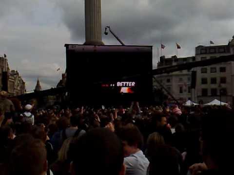 T-Mobile Trafalgar Square karaoke - Hey Jude (end)