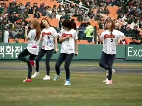 [FANCAM] 100327 4minute Hot Issue + Muzik @ Lotte Giant Opening Match