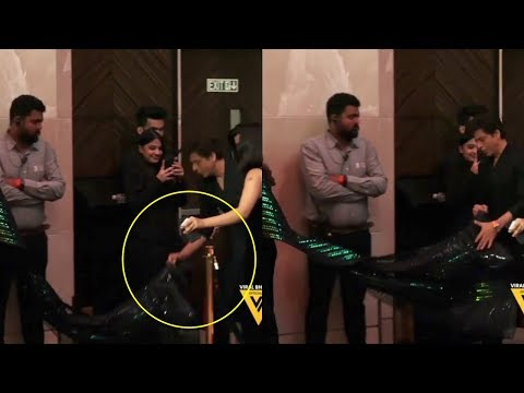 Shah Rukh Khan Holds Gauri Khan's Dress At Vogue Awards