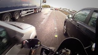 Yamaha R1 2011 motorway fun filtering with Zoom H1 sound.