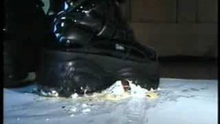 Buffalo Boots 2003 Vs. Mohrenkopf (Schaumkuss) {crushing]