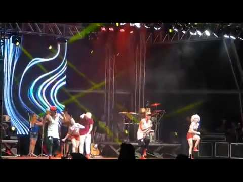 Mc gui cai no palco kkk