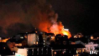 Пожар в центре Киева. Видео Т. Кацай(Пожар в центре Киева 10.06 возле гостиницы Hyatt по ул. Аллы Тарасовой 4., 2011-06-10T21:32:00.000Z)