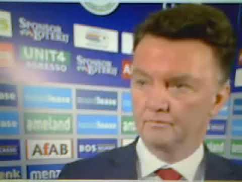 Louis van Gaal raakt geïrriteerd tijdens interview   Is dit een diepte interview !