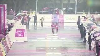 شاهد.. عداءان صينيان يخطئان خط نهاية السباق