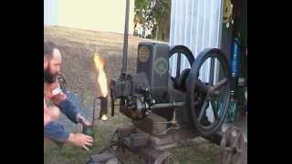 3 hp Ronaldson Tippet Austral lamp start vintage stationary engine Start up