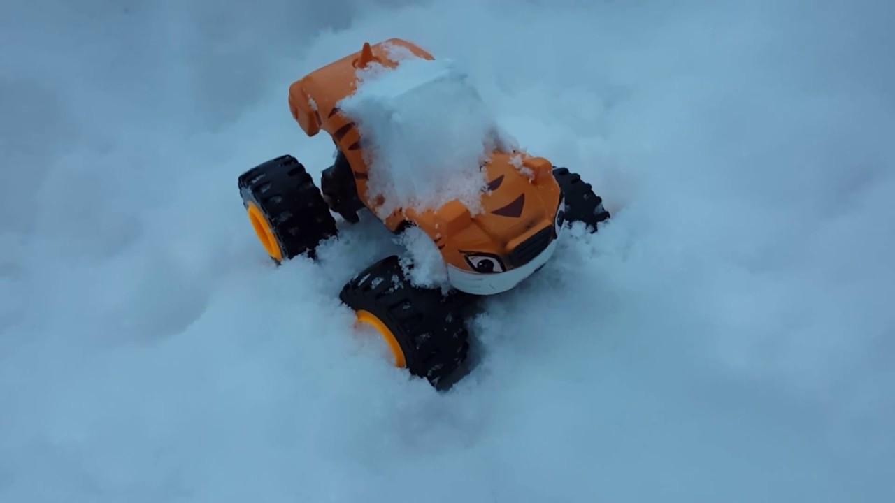ВСПЫШ и чудо машинки. Рык в снегу - YouTube