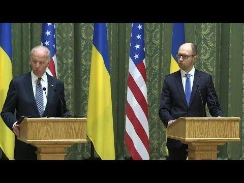 """Biden, en Ukraine, met en garde la Russie contre """"l'isolement"""""""