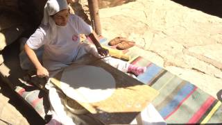 Как делают армянский лаваш. Making Armenian lavash (bread)