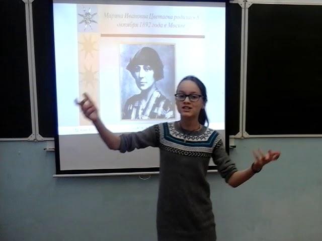 Изображение предпросмотра прочтения – ЭвелинаРусакова читает произведение «Август — астры…» М.И.Цветаевой