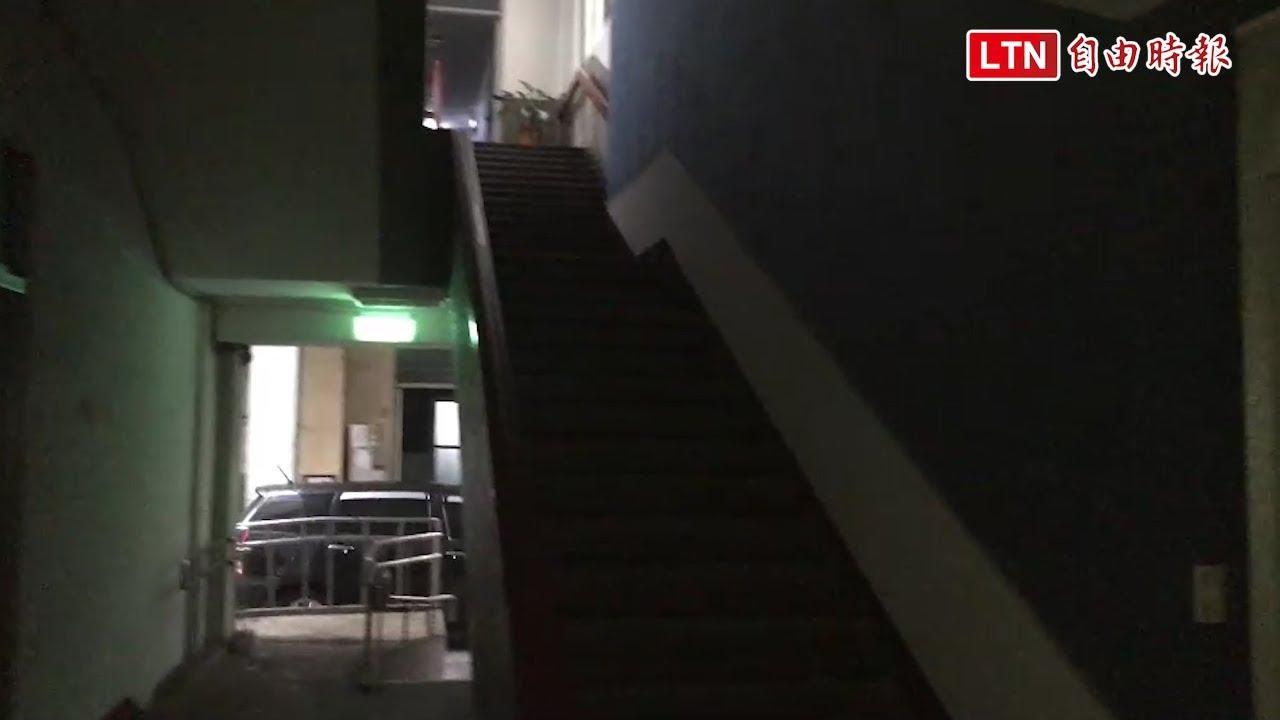 基隆市政府大樓遭雷擊停電 民眾一度受困電梯 - YouTube