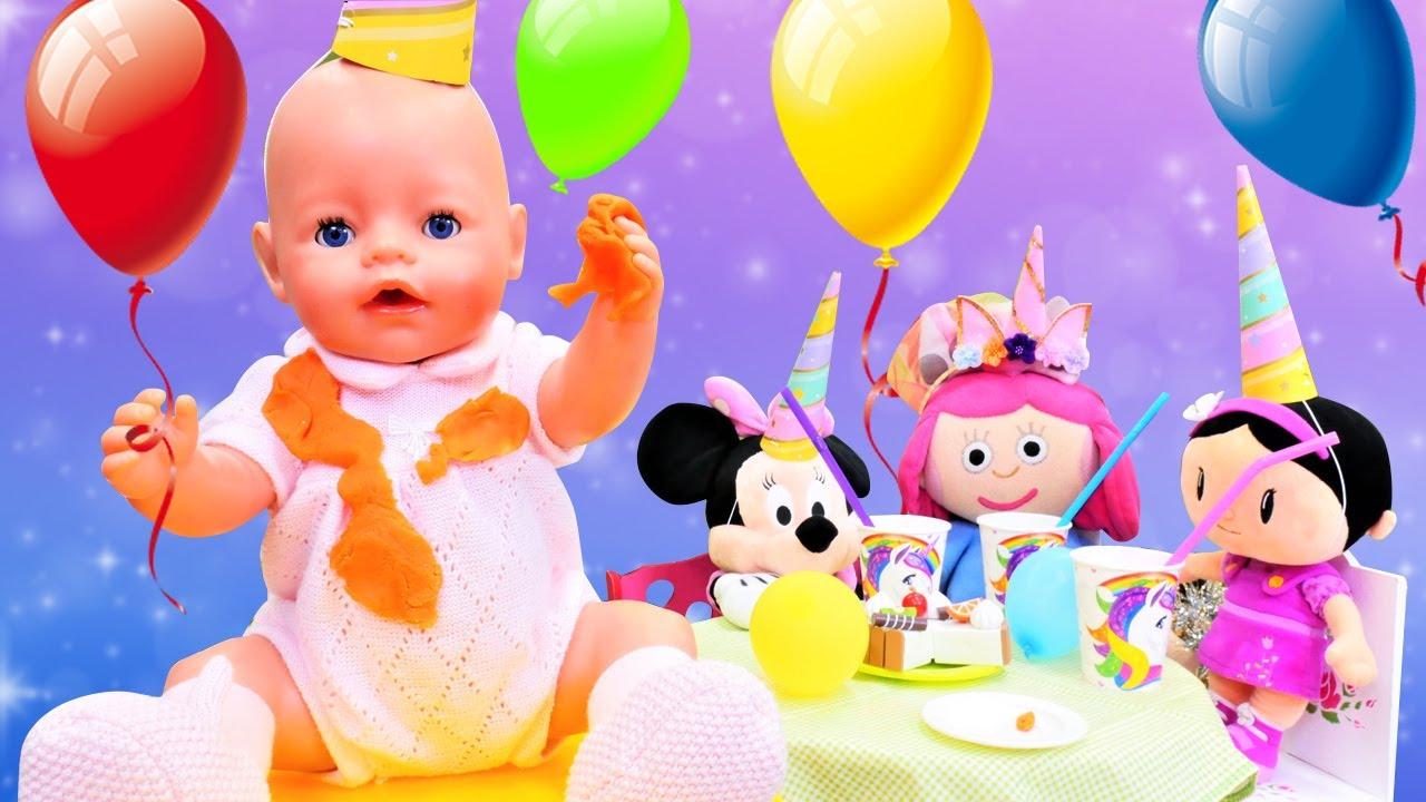 ¡La bebé va a la fiesta de cumpleaños! Vídeos de juguetes. Juegos para niñas pequeñas