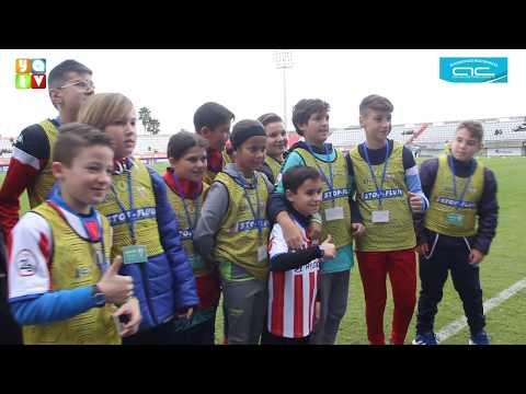 El pequeño Daniel Garcia segundo en La Voz Kids actuó en la previa del partido del Algeciras CF