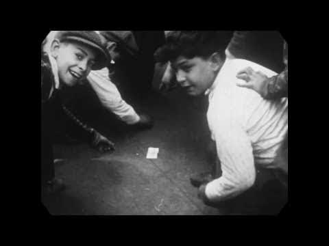 1927---new-york-city-street-life-(speed-corrected-w/-added-sound)