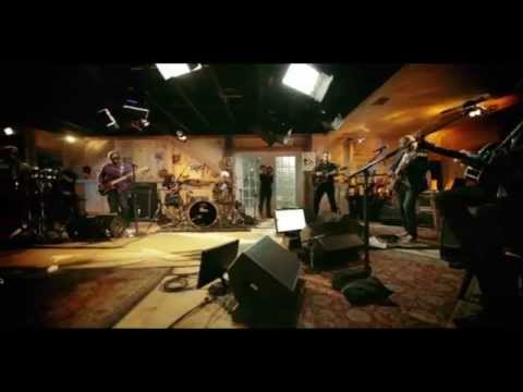 Live From Daryl's House with Amos Lee