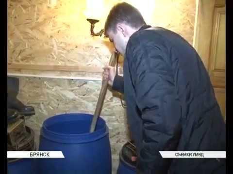 В Бежицком районе города Брянска полицейские пресекли торговлю контрафактным алкоголем и самогоном
