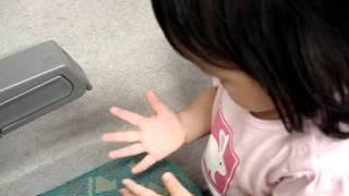 十目大虎娃 - 16.5個月娃高鐵上自己洗手