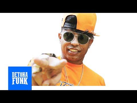 MC Mingau - Bota o Bucetão no Revolver - Qual a Sua Idade? (DJ R7)