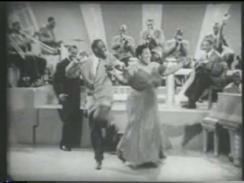"""Louis Armstrong """"Swinging On Nothing""""  1942"""