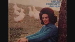 Watch Wanda Jackson Violet And A Rose video