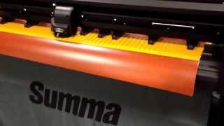 Сквозная плоттерная резка светоотражающей пленки 3M на режущем плоттере Summa(Благодаря регулируемому давлению тангенциального ножа (600 грамм) и дополнительным прижимным роликам режущ..., 2013-12-18T10:55:47.000Z)