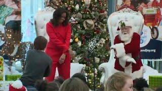 شاهد: ميشيل أوباما ترقص مع بابا نويل أثناء زيارة لمستشفى الأطفال في كولورادو…