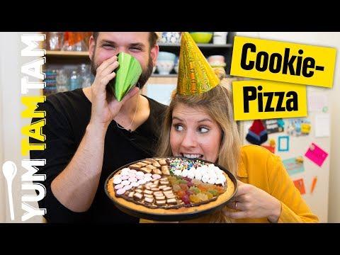 Cookie Pizza // mit buntem Süßigkeiten-Topping  // #yumtamtam