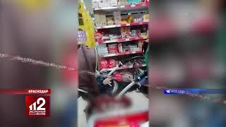Маленький сообщник | Мама украла продукты и спрятала их в детскую коляску. Видео!