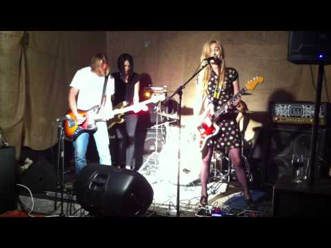 The Loveless - Room @ The Chippendale Hotel (9/5/15)
