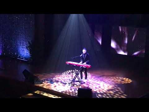 Tauren Wells singing Hills and Valleys at the 2017 Dove Awards PreTelecast