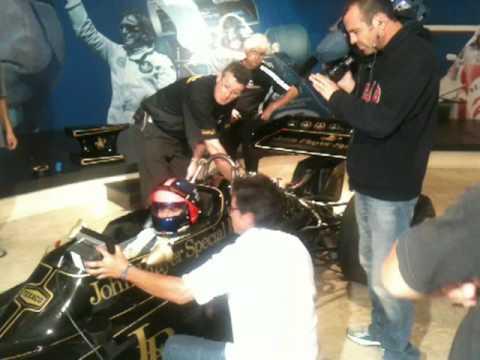 Lotus 72D --  Emerson  Fittipaldi ligando o motor Cosworth DFV